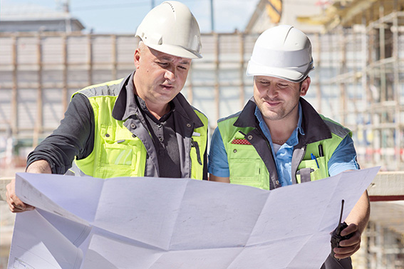 Polier und Vorarbeiter auf der Baustelle